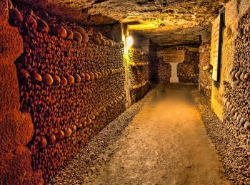 สุสานใต้ดิน คาตาคอมส์ ออฟ ปารีส (Paris Catacombs)