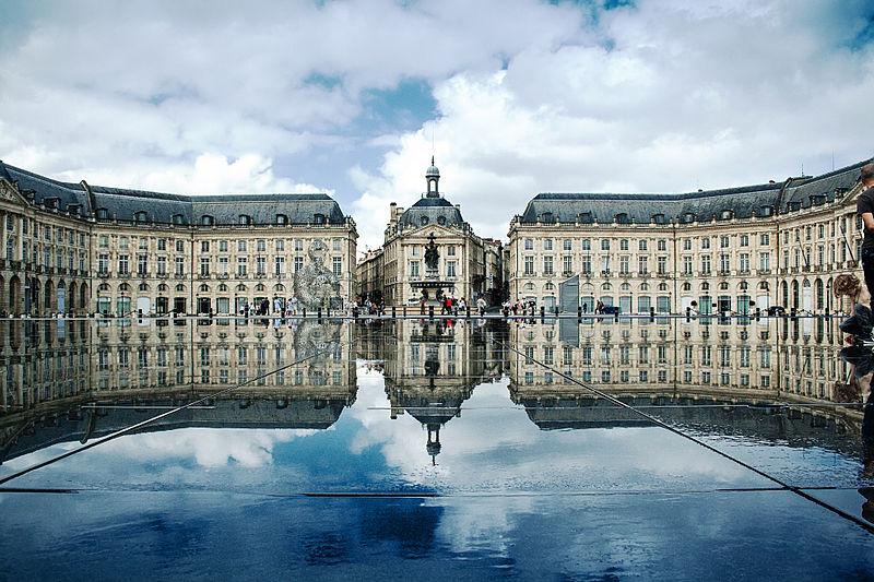 ปลาสเดอลาบูส (Place de la Bourse)