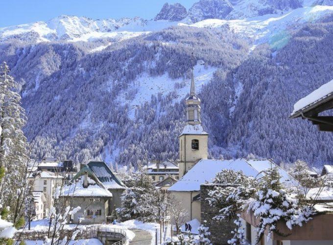 Chamonix เป็นเมืองเล็กๆน่ารักล้อมรอบด้วยเทือกเขาสีขาว